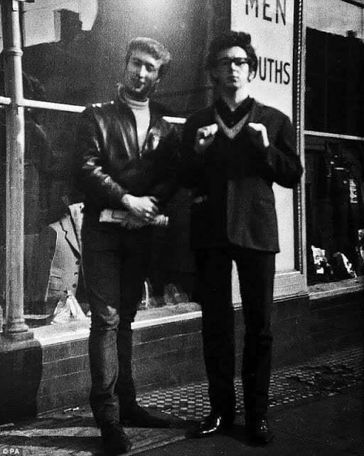 Une plaque inaugurée à Caversham pour saluer les Beatles #beatles