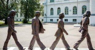 Les Beatles à l'honneur à Tomsk #beatles #tomsk #siberie #abbeyroad